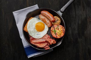 English Breakfast –  Sweet cured bacon, sausage, e